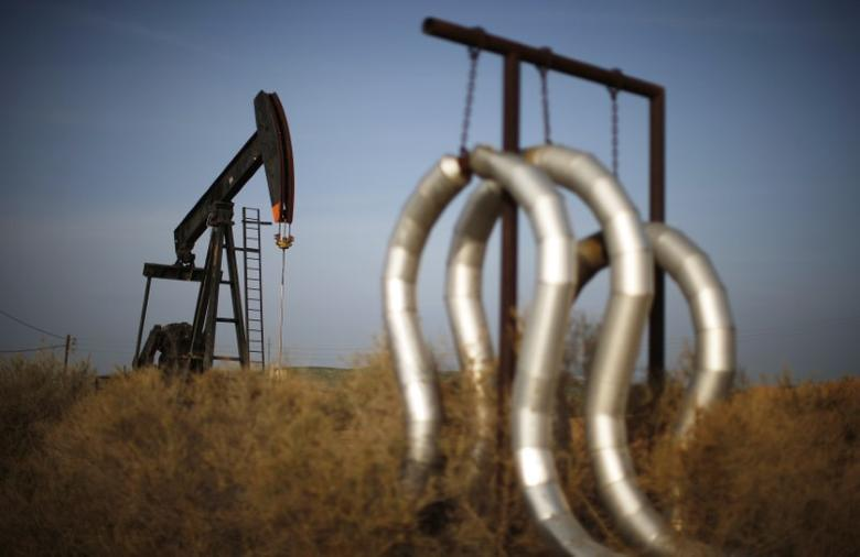 A pump jack and pipes are seen on an oil field near Bakersfield, California, January 2015. REUTERS/Lucy Nicholson