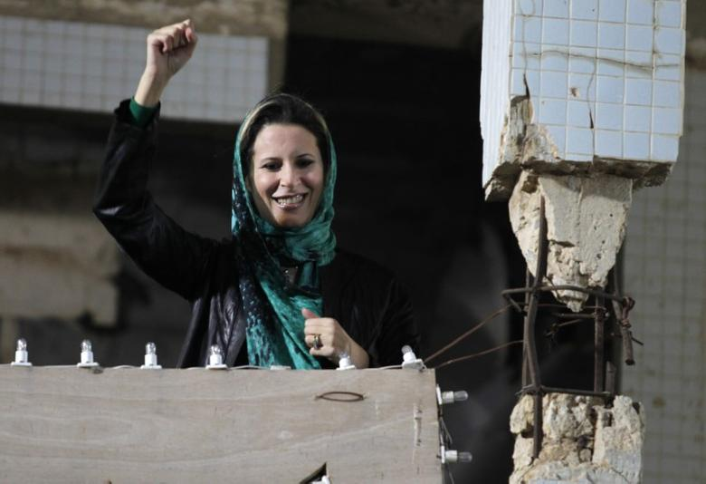 FILE PICTURE:  Aisha Gaddafi, daughter of Libya's leader Muammar Gaddafi, greets her father's supporters at the heavily fortified Bab al-Aziziya compound in Tripoli April 14, 2011. REUTERS/Zohra Bensemra