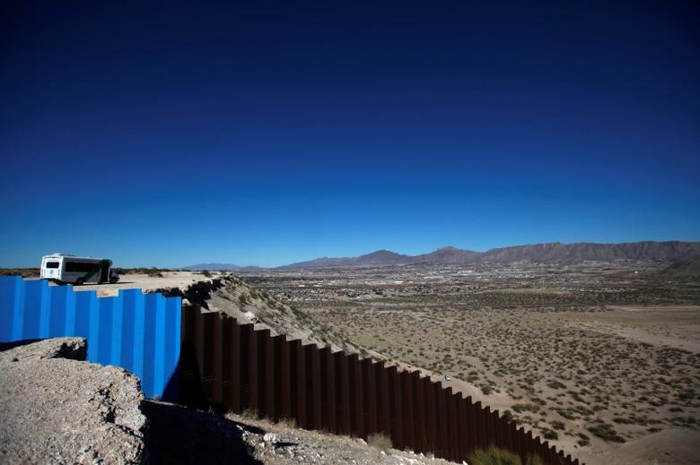 FILE PHOTO: A general view shows a newly built section of the U.S.-Mexico border fence at Sunland Park, U.S. opposite the Mexican border city of Ciudad Juarez, Mexico January 26, 2017. REUTERS/Jose Luis Gonzalez