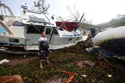 Cyclone Debbie strikes northeast Australia