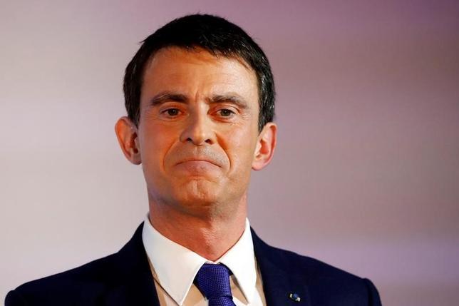 3月29日、フランスのバルス前首相は、大統領選挙で自らの所属する社会党の候補ではなく、中道系独立候補のマクロン前経済相に投票すると表明した。写真はパリで1月撮影(2017年 ロイター/Charles Platiau)