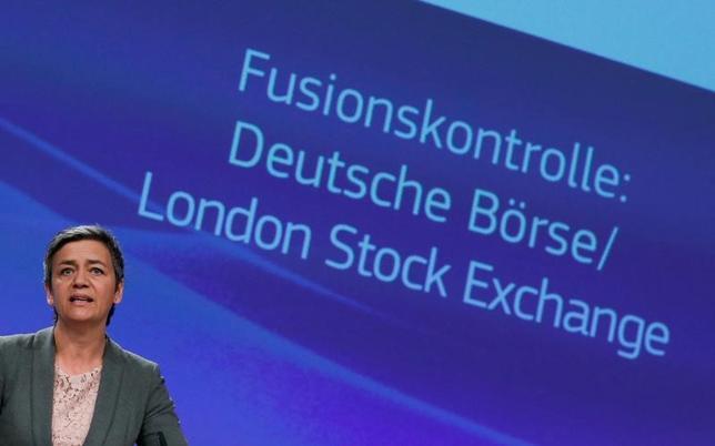 3月29日、ロンドン証券取引所グループとドイツ取引所の合併計画が、EU欧州員会から正式に却下された。写真は記者会見を行うベステアー委員。ブリュッセルで撮影(2017年 ロイター/Yves Herman)