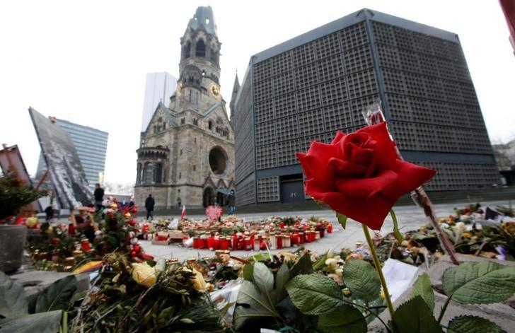 Flowers and candles are pictured at the site where on December 19, 2016 a truck ploughed through a crowd at a Christmas market on Breitscheidplatz square near Kurfuerstendamm avenue in Berlin, Germany, January 19, 2017.   REUTERS/Fabrizio Bensch