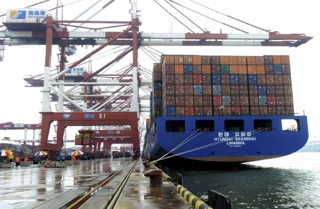 3月31日、中国の鄭沢光・外務次官は、中国は輸出促進に向けた通貨安政策はとらないとしたほか、対米貿易黒字を目指してはいないと強調した。写真は2015年9月山東省の港湾で撮影(2017年/ロイター)