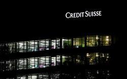 En la imagen de archivo, el logo del banco suizo Credit Suisse en una oficina de la entidad en Zúrich, Suiza. 18 de enero de 2017. Credit Suisse es blanco de otra investigación sobre si hubo clientes que usaron al banco suizo para evadir impuestos, después de que una denuncia a fiscales holandeses en relación con decenas de miles de cuentas sospechosas desencadenó una investigación internacional.REUTERS/Arnd Wiegmann