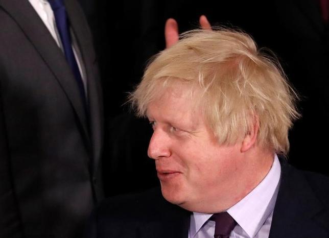 4月1日、英国のジョンソン外相は、欧州の安全保障に対する英国の貢献は「無条件」だと述べ、EU離脱に伴う貿易交渉が決裂すれば、安全保障面での協力を後退させると英政府が遠回しに脅迫したとの批判を退けた。ブリュッセルで先月31日撮影(2017年 ロイター/Yves Herman)