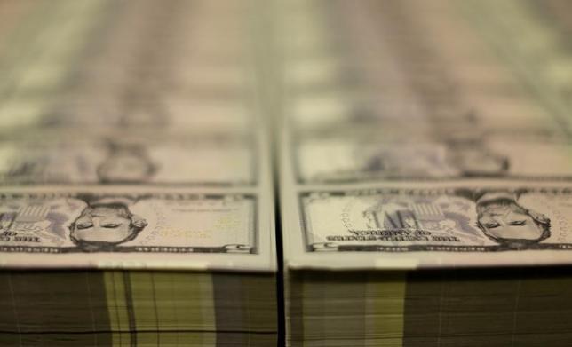 3月31日、米商品先物取引委員会(CFTC)が公表したデータ(3月28日までの1週間)によると、投機筋の米10年債先物のネットショート(売り越し)ポジションが昨年11月下旬以来の低水準に減少した。写真はワシントンで2015年3月撮影(2017年 ロイター/Gary Cameron)