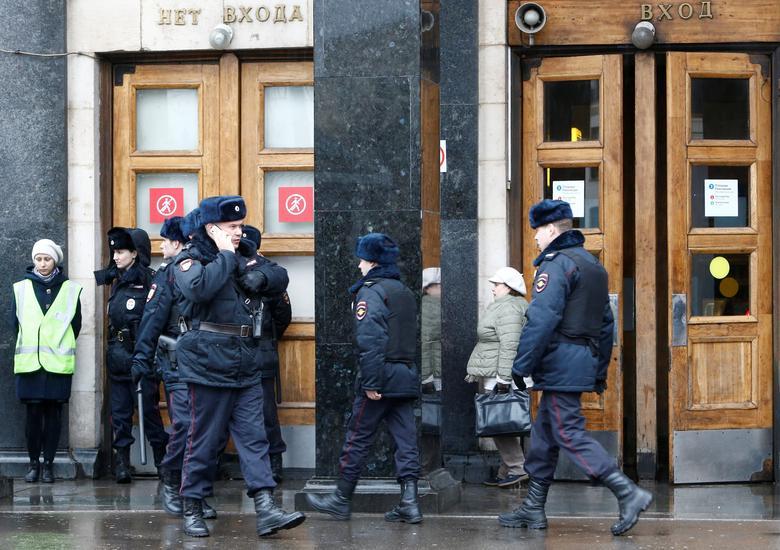Police officers are seen outside Ploschad Revolyutsii (Revolution Square) metro station in Moscow, Russia, April 3, 2017. REUTERS/Sergei Karpukhin