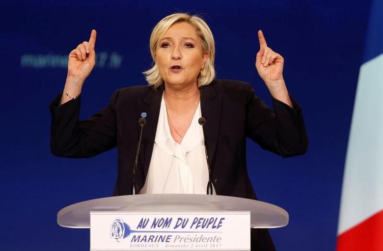 2017年4月2日,法国波尔多,法国总统候选人勒庞出席政治集会。REUTERS/Regis Duvignau