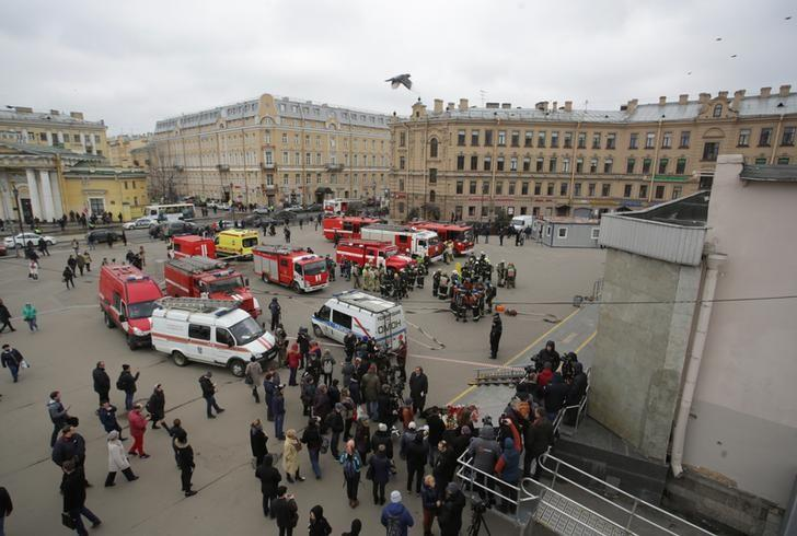 Security and the emergency services are seen near Sennaya Ploshchad metro station which was closed over an anonymous call of a bomb threat in the underground, in St. Petersburg, Russia, April 4, 2017.  REUTERS/Anton Vaganov