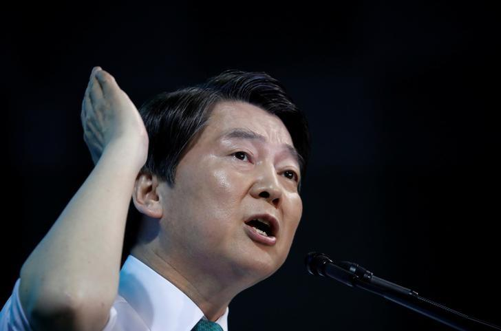 Ahn Cheol-soo speaks after winning the nomination as a presidential candidate of the People's Party, during a national convention, in Daejeon, South Korea, April 4, 2017.  REUTERS/Kim Hong-Ji