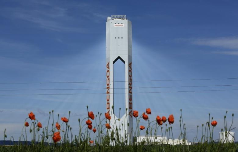 A tower belonging to the Abengoa solar plant is seen at the ''Solucar'' solar park in Sanlucar la Mayor, near the Andalusian capital of Seville, southern Spain March 4, 2016. REUTERS/Marcelo del Pozo