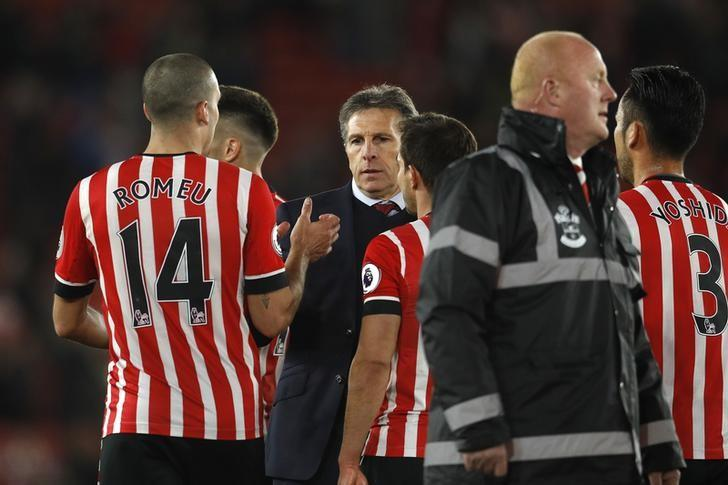 Britain Soccer Football - Southampton v Crystal Palace - Premier League - St Mary's Stadium - 5/4/17 Southampton manager Claude Puel celebrates after the match with Southampton's Oriol Romeu and teammates Reuters / Peter Nicholls Livepic