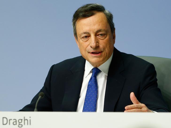 2016年12月8日,德国法兰克福,欧洲央行总裁德拉吉出席一次新闻发布会。REUTERS/Ralph Orlowski