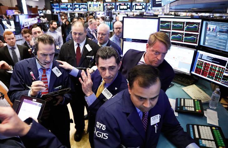 2017年3月29日,纽约证交所内的交易员们。REUTERS/Brendan McDermid