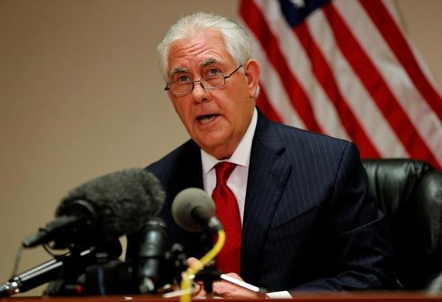 4月9日、ティラーソン米国務長官(写真)は、米国によるシリア攻撃について、北朝鮮を含む諸国への警告だとし、危険をもたらすようなら「対抗措置をとる可能性が高い」という米国の姿勢を示すものだとの認識を示した。6日撮影(2017年 ロイター/Joe Skipper)