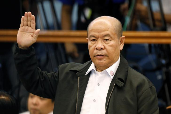 FILE PHOTO: Retired policeman Arturo Lascanas takes an oath before testifying at the Philippine Senate inquiry on alleged extra judicial killings, in Manila, March 6, 2017. REUTERS/Erik De Castro