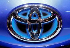 IMAGEN DE ARCHIVO: El logo de Toyota en una exposición en Ginebra, Suiza. 6 de marzo 2017. La automotriz japonesa Toyota Motor Corp dijo que había invertido 1.330 millones de dólares en su planta de Kentucky como parte de su plan para gastar 10.000 millones de dólares en Estados Unidos durante los próximos cinco años.  REUTERS/Arnd Wiegmann/File Photo