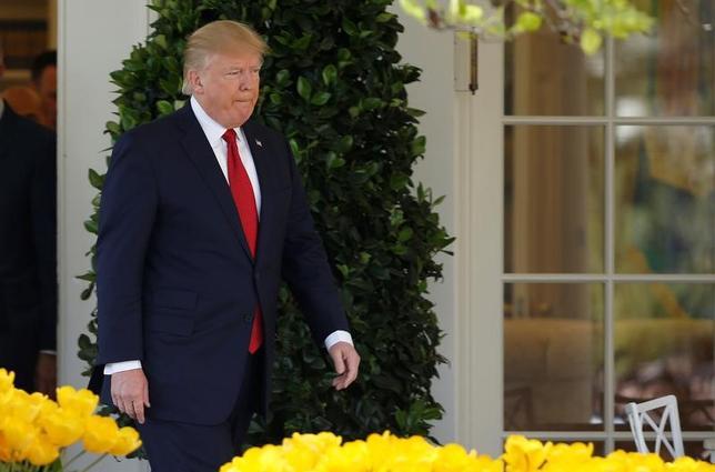 4月10日、トランプ米大統領(写真)はメイ英首相、メルケル独首相と個別に電話協議し、前週のシリア攻撃について話した。ホワイトハウスが声明で明らかにした(2017年 ロイター/Joshua Roberts)