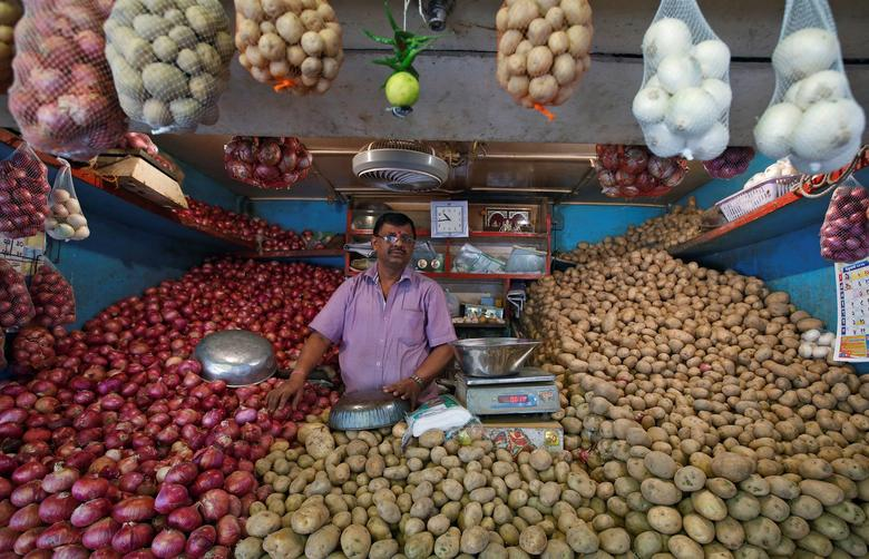 FILE PHOTO: A vendor waits for customers at his vegetable stall at a wholesale fruit and vegetable market in Mumbai, India, February 13, 2017. REUTERS/Shailesh Andrade/File Photo