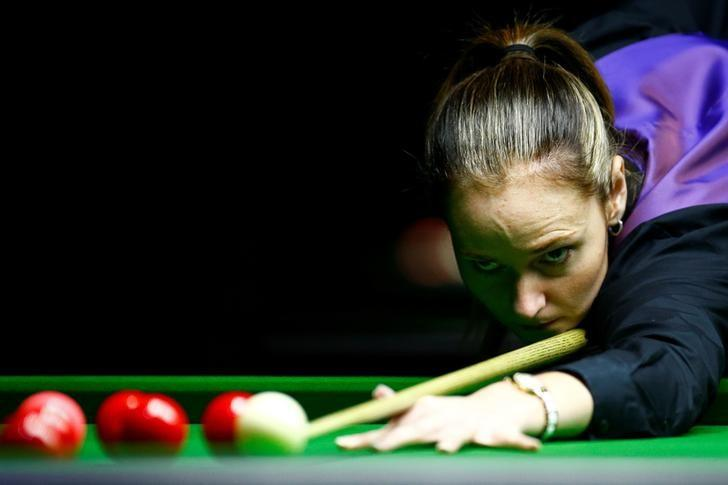 FILE PHOTO - Reanne Evans of England plays a shot during her semi-final match against Ng On-Yee of Hong Kong during the Eden World Women's Snooker Championship in Singapore March 19, 2017. REUTERS/Yong Teck Lim