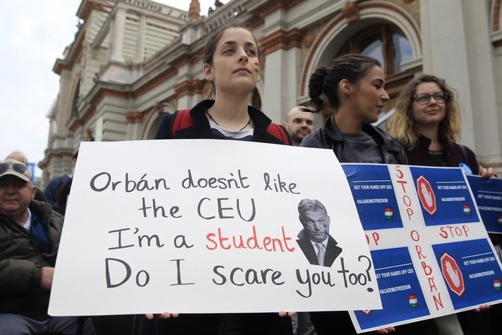 People protest againts the bill that would undermine Central European University, a liberal graduate school of social sciences founded by U.S. financier George Soros in Budapest, Hungary, April 9, 2017. REUTERS/Bernadett Szabo