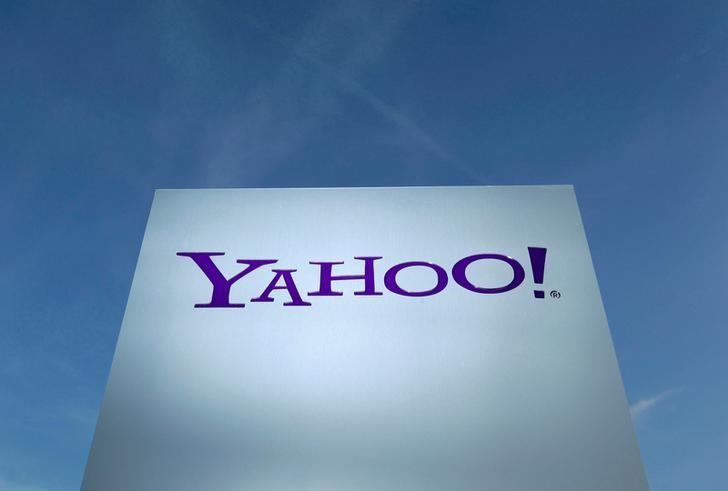 FILE PHOTO - A Yahoo logo is pictured in front of a building in Rolle, Switzerland on December 12, 2012.   REUTERS/Denis Balibouse/File Photo