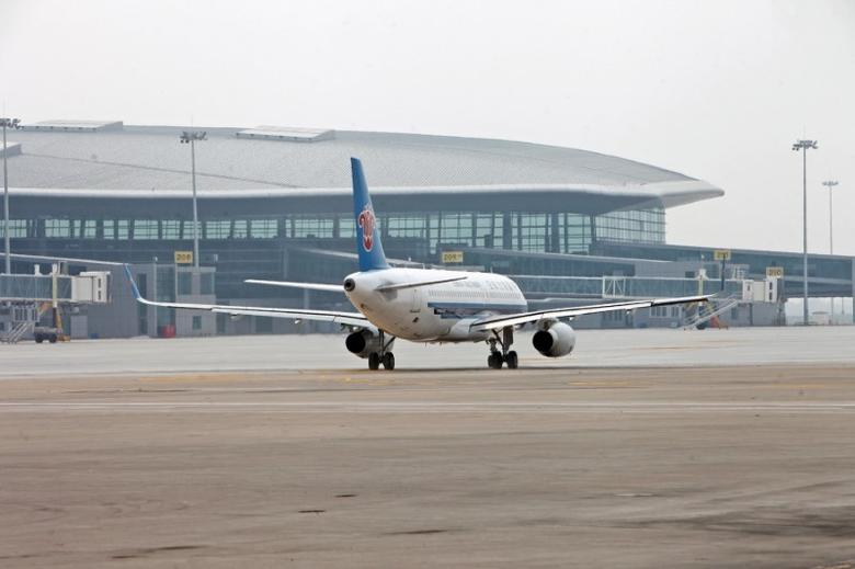 FILE PHOTO: A China Southern Airlines airplane arrives at the newly-built terminal 2 building at Tianjin airport, August 28, 2014. REUTERS/Stringer