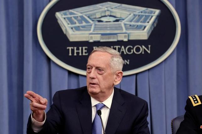 4月11日、マティス米国防長官(写真)は、シリアを巡る米国とロシアの間の緊張が「制御不能」な事態に発展することはないとの見方を示した。(2017年 ロイター/Yuri Gripas)