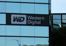 Una oficina de Western Digital se puede ver en Irvine, California, Estados Unidos. 24 de enero 2017.   Western Digital Corp advirtió a la japonesa Toshiba Corp que escisión de su filial de chips antes de la venta del negocio viola el contrato para su sociedad conjunta de microprocesadores y que quería entablar conversaciones exclusivas. REUTERS/Mike Blake