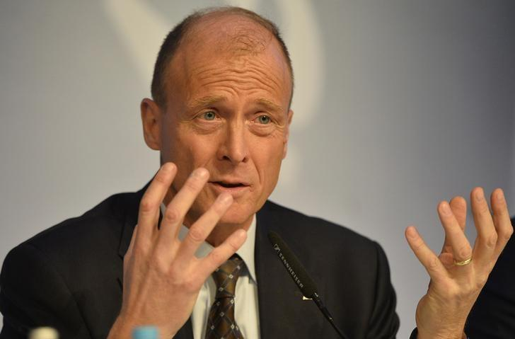 FILE PHOTO: Airbus Group Chief Executive Tom Enders speaks during a news conference on the aerospace group's annual results, in London, Britain February 24, 2016.  REUTERS/Hannah McKay