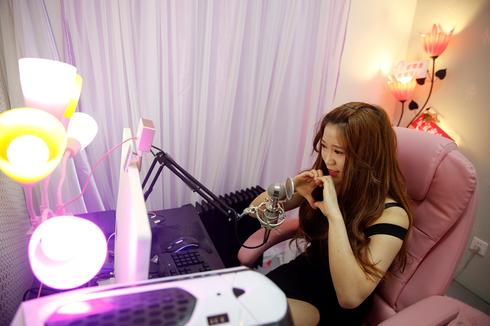 Chinese seek live streaming stardom