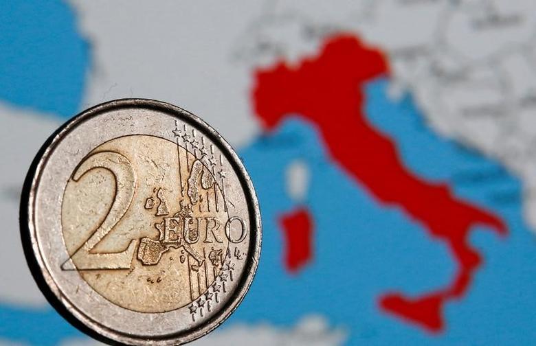 资料图片:2017年2月,在罗马拍摄的一枚面值两欧元的硬币。REUTERS/Tony Gentile