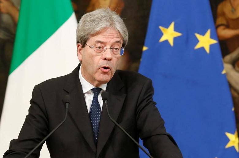 FILE PHOTO: Italian Prime Minister Paolo Gentiloni talks to the media at Chigi Palace in Rome, Italy April 7, 2017. REUTERS/Remo Casilli