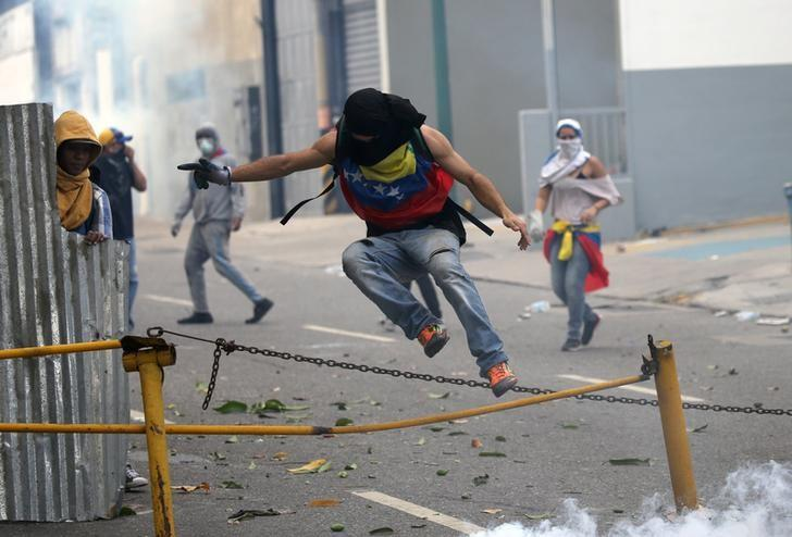 Demonstrator participate in a rally against Venezuela's President Nicolas Maduro's government in Caracas, Venezuela April 10, 2017. REUTERS/Carlos Garcia Rawlins