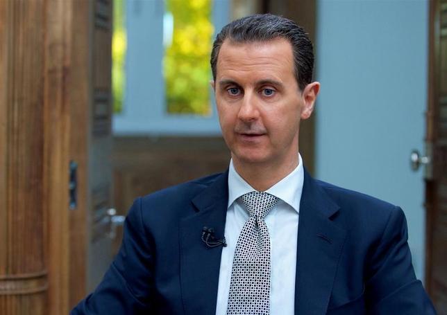 4月13日、シリアのアサド大統領(写真)は、AFP通信が報じたインタビューで、化学兵器を使用したとみられるシリア北西部イドリブ県での空爆について、米国のミサイル攻撃を正当化するために捏造(ねつぞう)された「100%でっちあげ」と主張した。提供写真(2017年 ロイター/SANA )