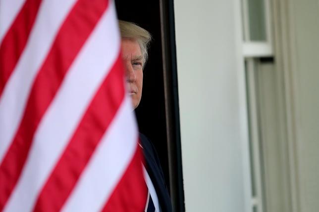 U.S. President Donald Trump waits for the arrival of Egypt's President Abdel Fattah al-Sisi at the White House in Washington, U.S., April 3, 2017. REUTERS/Carlos Barria
