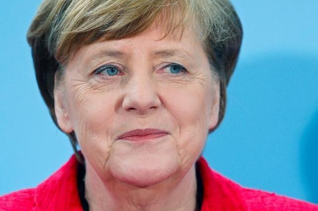4月17日、トルコで大統領権限を強化する憲法改正の是非を問う国民投票が行われたことを受け、ドイツのメルケル首相(写真)とガブリエル外相は17日、自国の憲法について決定するトルコ国民の権利を尊重するとの声明を発表した。ベルリンで7日撮影(2017年 ロイター/Hannibal Hanschke)