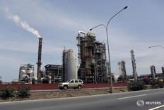 Imagen de archivo de la refinería de El Palito de PDVSA en Puerto Cabello, en el estado veenzolano de Carabobo. 2 de marzo de 2016. La estatal Petróleos de Venezuela (PDVSA) informó el domingo que reactivó las operaciones en la unidad de alquilación de su refinería El Palito, que tiene capacidad para procesar 146.000 barriles por día (bpd) de crudo.  REUTERS/Marco Bello
