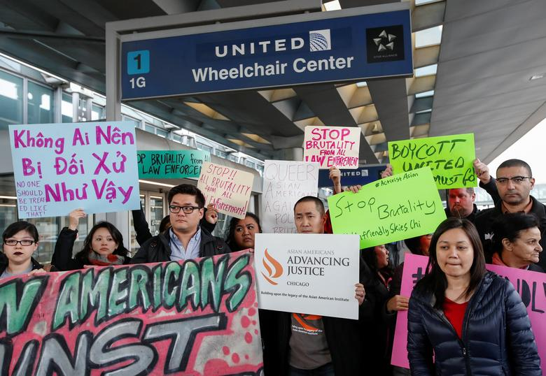 Community members protest the treatment of Dr. David Dao at O'Hare International Airport in Chicago.  REUTERS/Kamil Krzaczynski