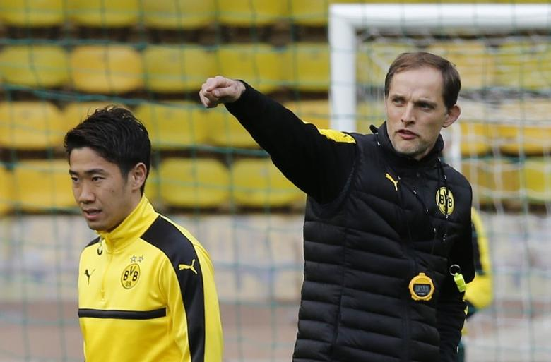 Football Soccer - Borussia Dortmund Training - Stade Louis II, Monaco - 18/4/17 Borussia Dortmund coach Thomas Tuchel and Shinji Kagawa during training Reuters / Jean-Paul Pelissier Livepic