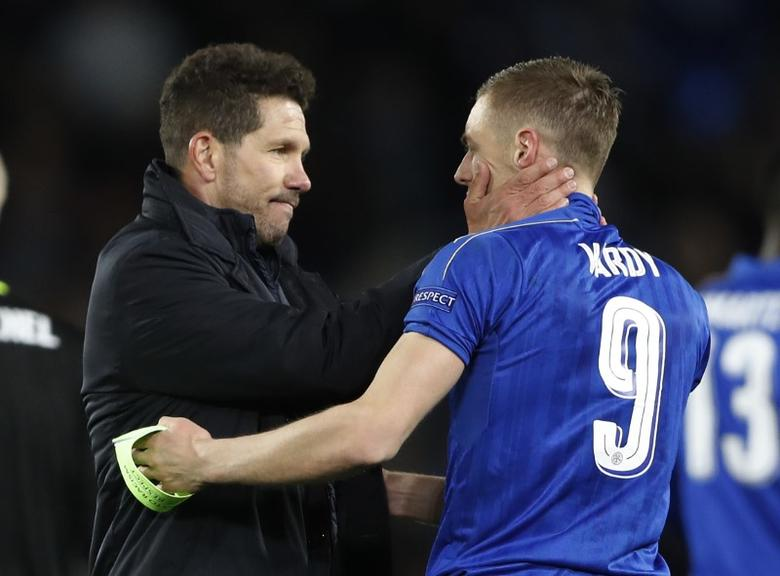 Britain Football Soccer - Leicester City v Atletico Madrid - UEFA Champions League Quarter Final Second Leg - King Power Stadium, Leicester, England - 18/4/17 Leicester City's Jamie Vardy with Atletico Madrid coach Diego Simeone at the end of the match  Action Images via Reuters / Carl Recine Livepic