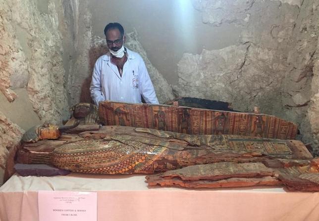 4月18日、エジプト考古省は、エジプトの考古学者チームが南部ルクソールの近くで、3000年以上前の新王朝時代の裁判官の墓を発見したと発表した(2017年 ロイター/Sherif Fahmy)