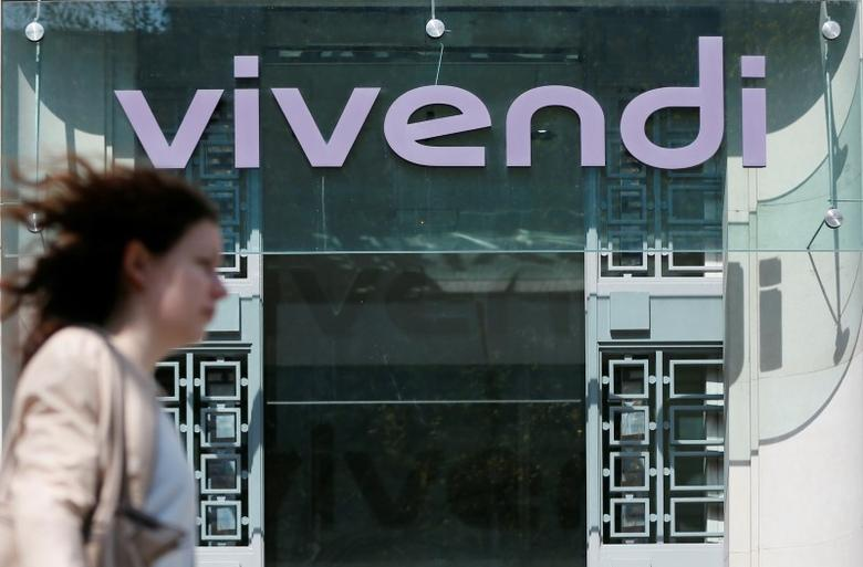 FILE PHOTO: A woman walks walk past the main entrance of the entertainment-to-telecoms conglomerate Vivendi's headquarters in Paris, France, April 8, 2015.     REUTERS/Gonzalo Fuentes/File Photo