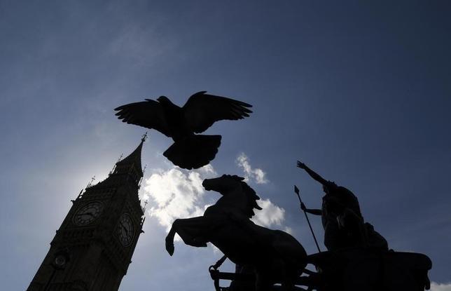 4月19日、英議会は6月8日の総選挙実施を承認した。写真はロンドン中心部で同日撮影(2017年 ロイター/Toby Melville)