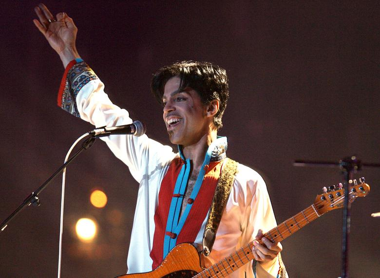 FILE PHOTO: Prince of the U.S. performs on stage at the Brit Awards at the Earls Court Arena in central London February 15, 2006.  REUTERS/Kieran Doherty/File Photo