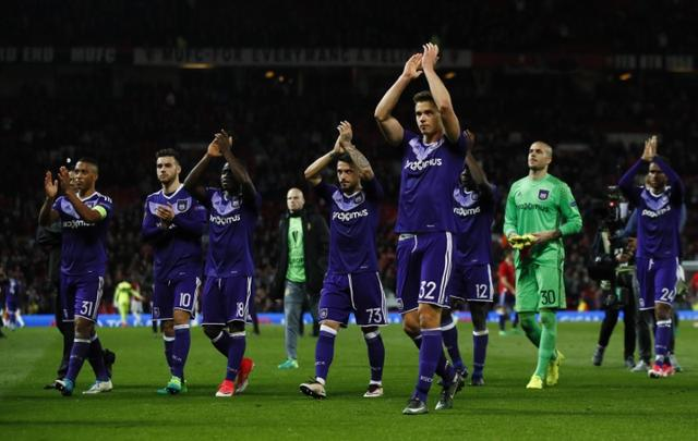 Britain Football Soccer - Manchester United v RSC Anderlecht - UEFA Europa League Quarter Final Second Leg - Old Trafford, Manchester, England - 20/4/17 Anderlecht's Leander Dendoncker applauds fans after the match with teammates Action Images via Reuters / Jason Cairnduff Livepic