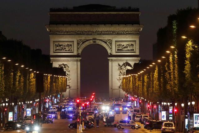 Police secure the Champs Elysees Avenue after a shooting incident in Paris, France, April 20, 2017. REUTERS/Christian Hartmann