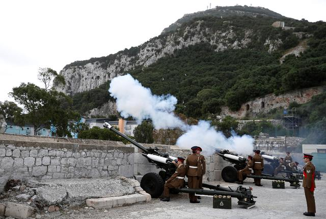 Members of the Royal Gibraltar Regiment fire a 21 gun salute to mark the 91st birthday of Britain's Queen Elizabeth in the British overseas territory of Gibraltar, historically claimed by Spain, April 21, 2017. REUTERS/Phil Noble