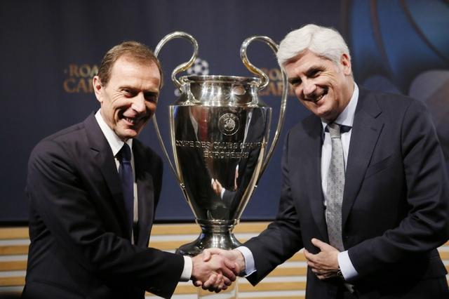 Football Soccer - UEFA Champions League Semi-Final Draw - Nyon, Switzerland - 21/4/17 Real Madrid Director of Institutional Relations Emilio Butragueno (L) and Atletico Madrid Managing Director Clemente Villaverde pose after the draw of the UEFA Champions League semi-finals Reuters / Pierre Albouy Livepic